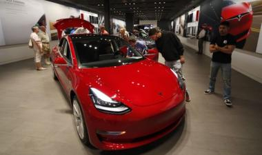 Tesla makes another profit - Chief Financial Officer resigns